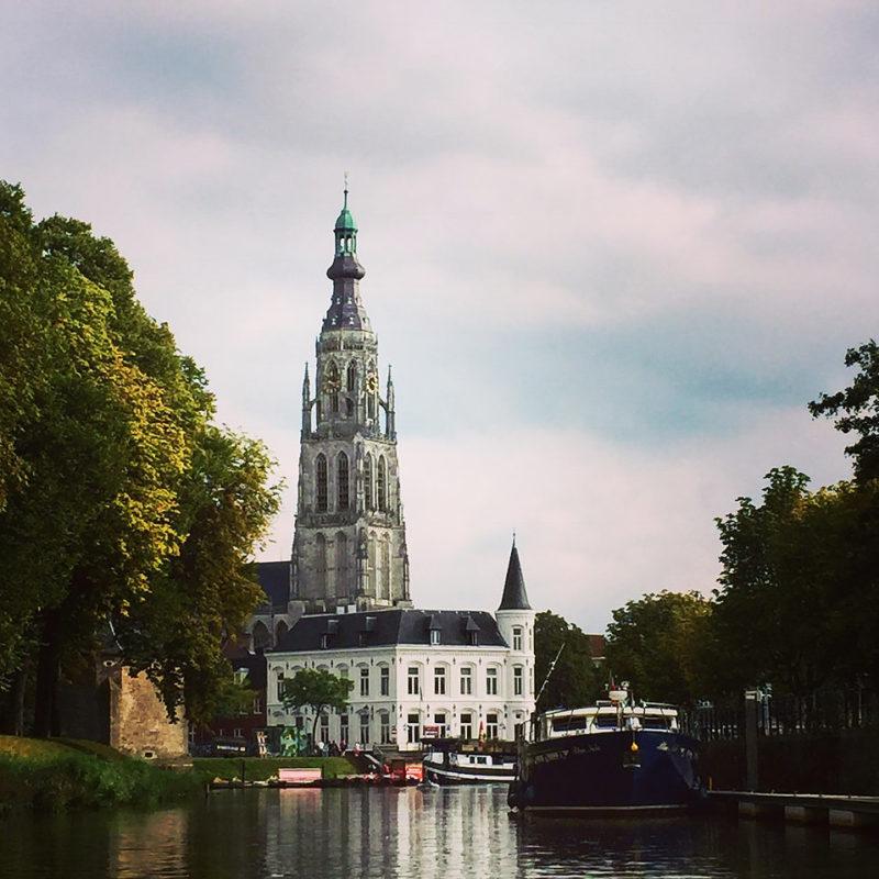 Rondvaart singels Haven Breda Grote kerk